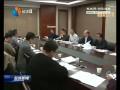 出席市八届政协二次会议的委员进行分组讨论