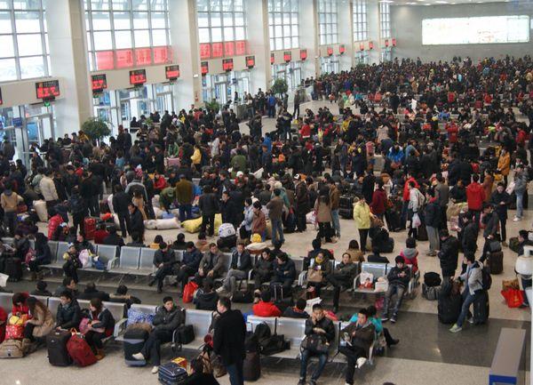 史上最长寒假来临 盐城汽车站迎学生客流高峰