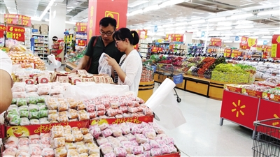 """中秋月饼抢""""鲜""""上市 一斤价格在20至30元之间"""