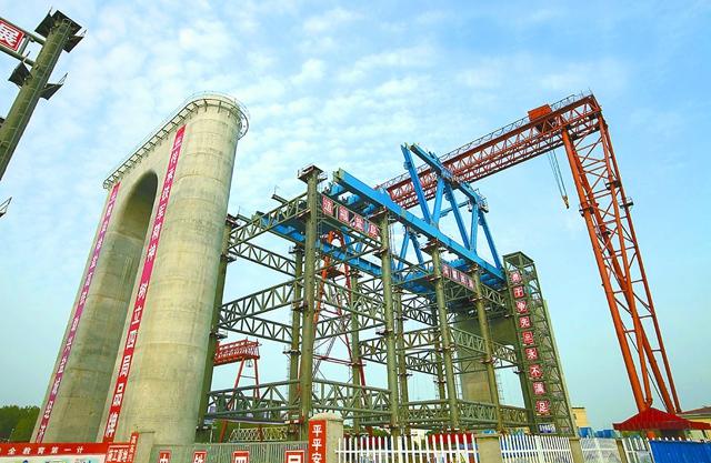 施工单位累计完成桥梁桩基17512根,占设计数的98%;完成承台1815个,占