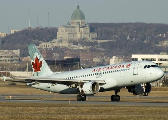 加航一客机机长看错跑道 险与4架飞机相撞