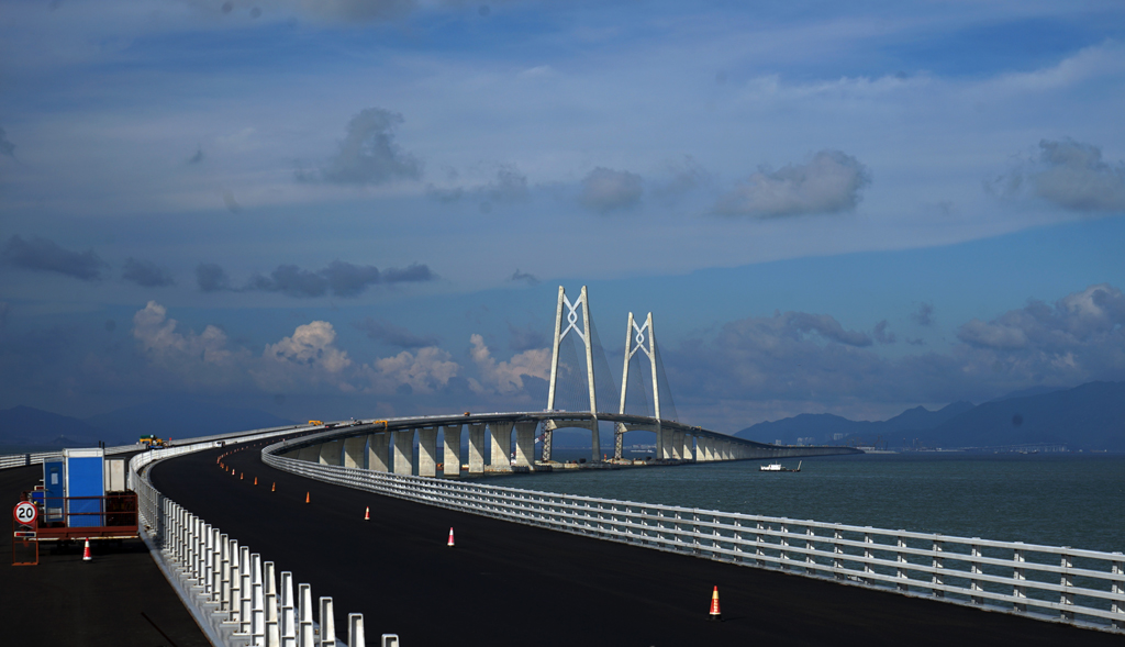 港珠澳大桥岛隧总师 老外漫天要价成就世界级中国造