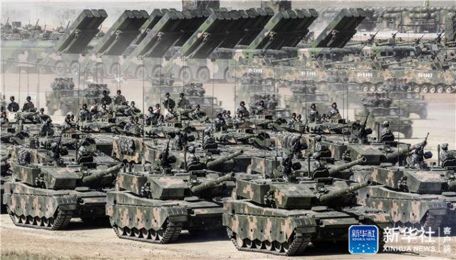 2017年7月30日,庆祝中国人民解放军建军90周年阅兵在位于内蒙古的朱日和训练基地举行。新华社记者 殷刚 摄