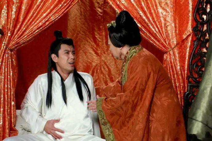何欣《活佛济公》之怀孕郎剧照。
