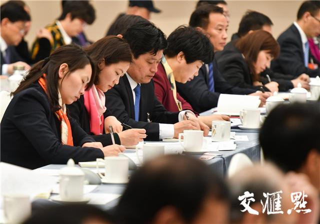 3月13日下午,十三届全国人大一次会议江苏代表团举行全体会议,认真审议监察法草案。  交汇点记者 肖勇 摄