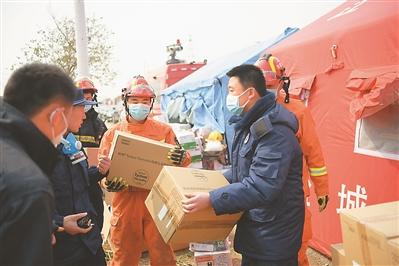 运送救援物资