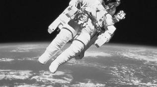 宇航服准备不足,美国航天局取消首次全女性太空行走计划