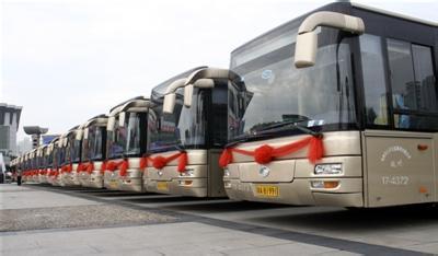 萧山/今年年初,市政府把新增300辆公交车、市公交调度指挥中心扩建...