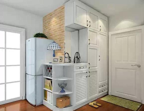 吧台组合柜,巧妙隔断空间,让客厅和餐厅之间的位置不会太空.