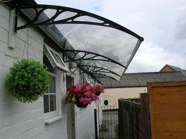 阳台和窗户外面要不要装遮雨棚?看完才知道自家做错了