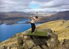 新西兰一高尔夫球场建在山顶需乘飞机