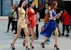 """济南""""草根""""美女超模大赛 挤胸真空秀长腿"""