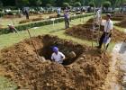 毁三观!匈牙利举办首届全国挖坟墓大赛