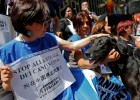 意大利民众在中国大使馆外抗议玉林狗肉节