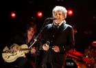 美国民谣歌手鲍勃·迪伦获诺贝尔文学奖