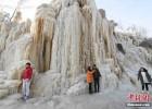 太原村民自制冰瀑布景观 高度达30米