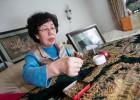 北京大妈用瓜子皮做出13米长清明上河图