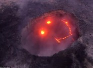 夏威夷活火山喷发吞噬森林 熔岩凝成笑脸状