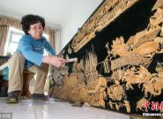 大妈耗时两年 用瓜子皮做出13米长清明上河图