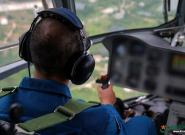 想体验飞翔的感觉?直升机伞降走一波