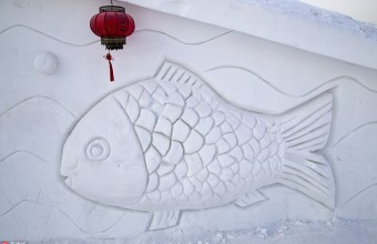 """吉林4人用一周时间打造一座白雪""""木屋""""喜迎新春"""