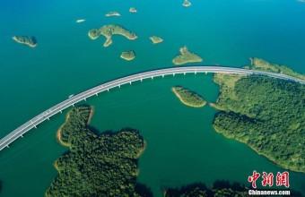 航拍江西最美水上公路 穿行千岛颜值爆表